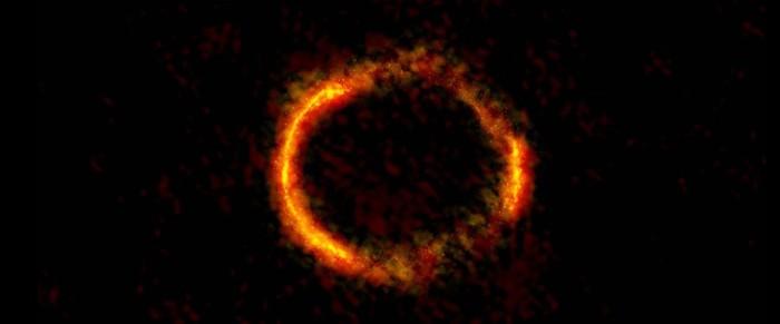 வளையமாகிய விண்மீன்பேரடை. நன்றி: ALMA (NRAO/ESO/NAOJ); B. Saxton NRAO/AUI/NSF